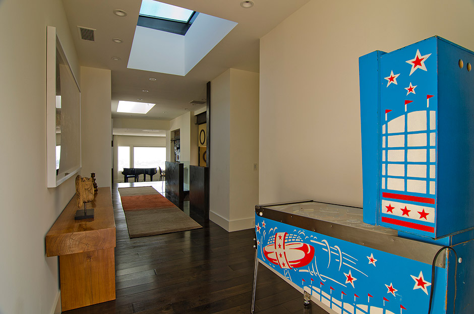 hallway-looking-north-penthouse